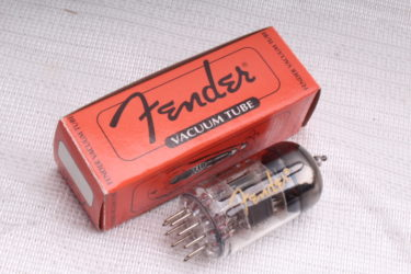 Fender プリ管12AX7の正体とは? 真空管業界特有のWネームの謎
